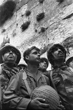 Paratroopers at the Western Wall