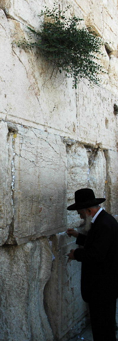 Placing Notes in the Wailing Wall