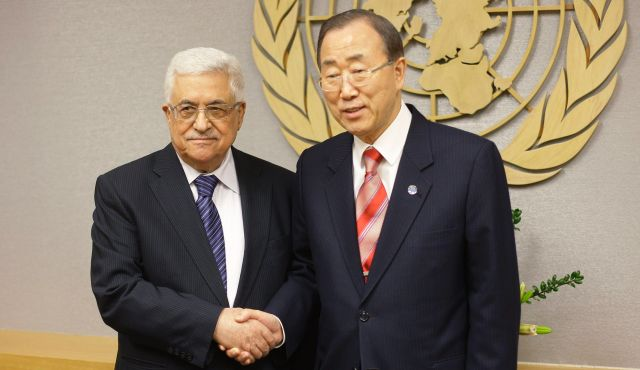 UN Secretary General Ban Ki-moon shakes ahnds with Palestinian President Mahmoud Abbas